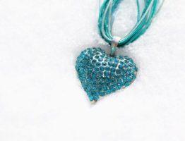 Le bijou turquoise pour ajouter du pep à son look